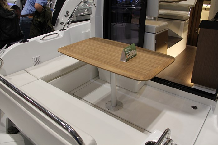 Beneteau antares 27 stern seating