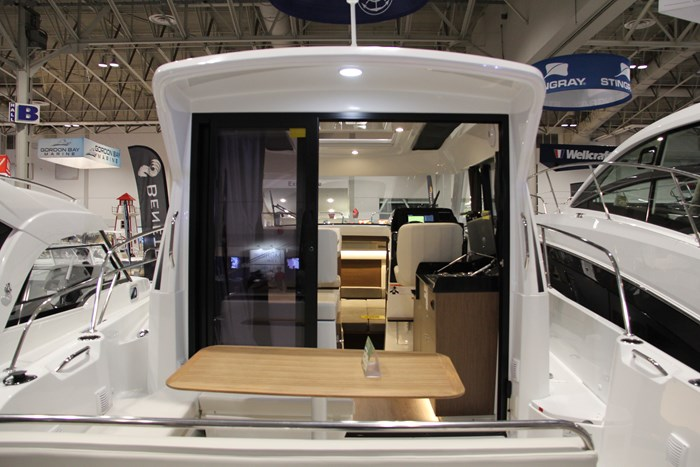 Beneteau antares 27 stern table