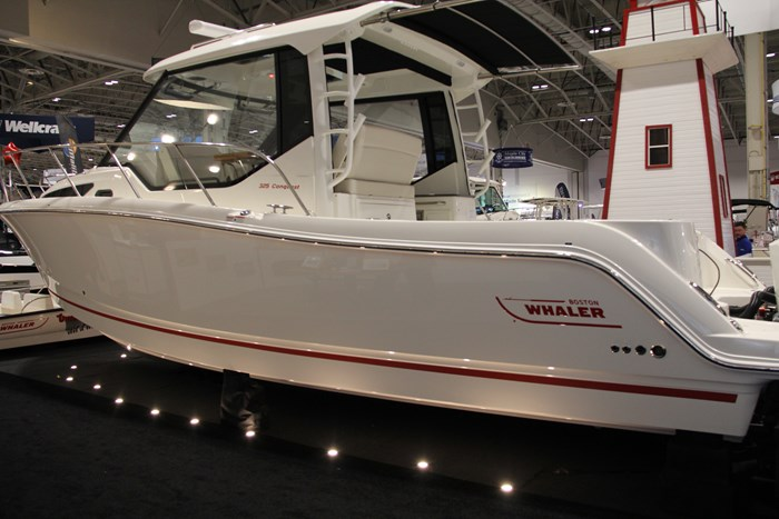 Boston Whaler 325 Conquest main