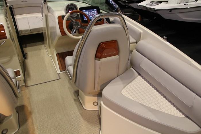 Chris-craft launch 28 GT captain-seat