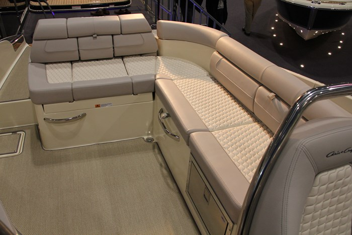 Chris-craft launch 28 GT cockpit seating