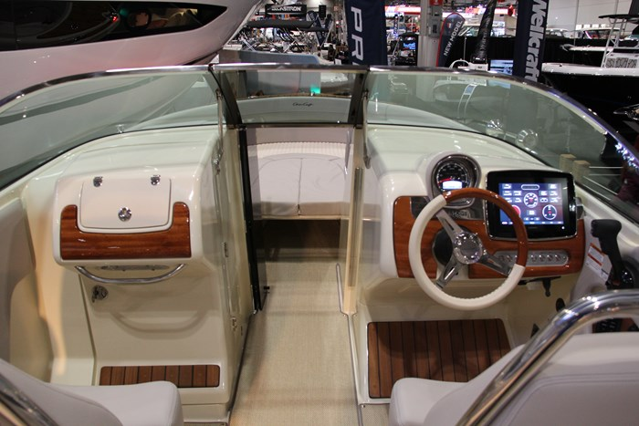 Chris-craft launch 28 GT helm-view