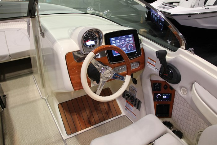 Chris-craft launch 28 GT helm
