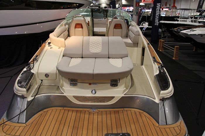 Chris-craft launch 28 GT stern