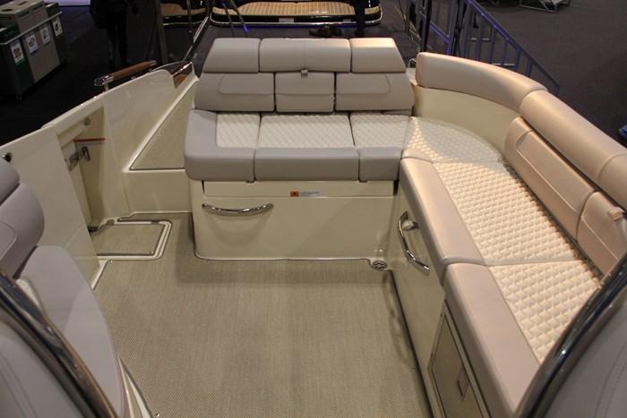 Chris-craft launch 28 GT view-cockpit