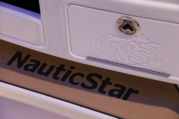 Nauticstar 231 hybrid cc compartment