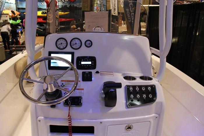 Nauticstar 231 hybrid cc helm