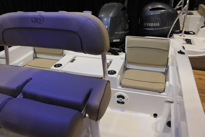 Nauticstar 231 hybrid cc stern-seat