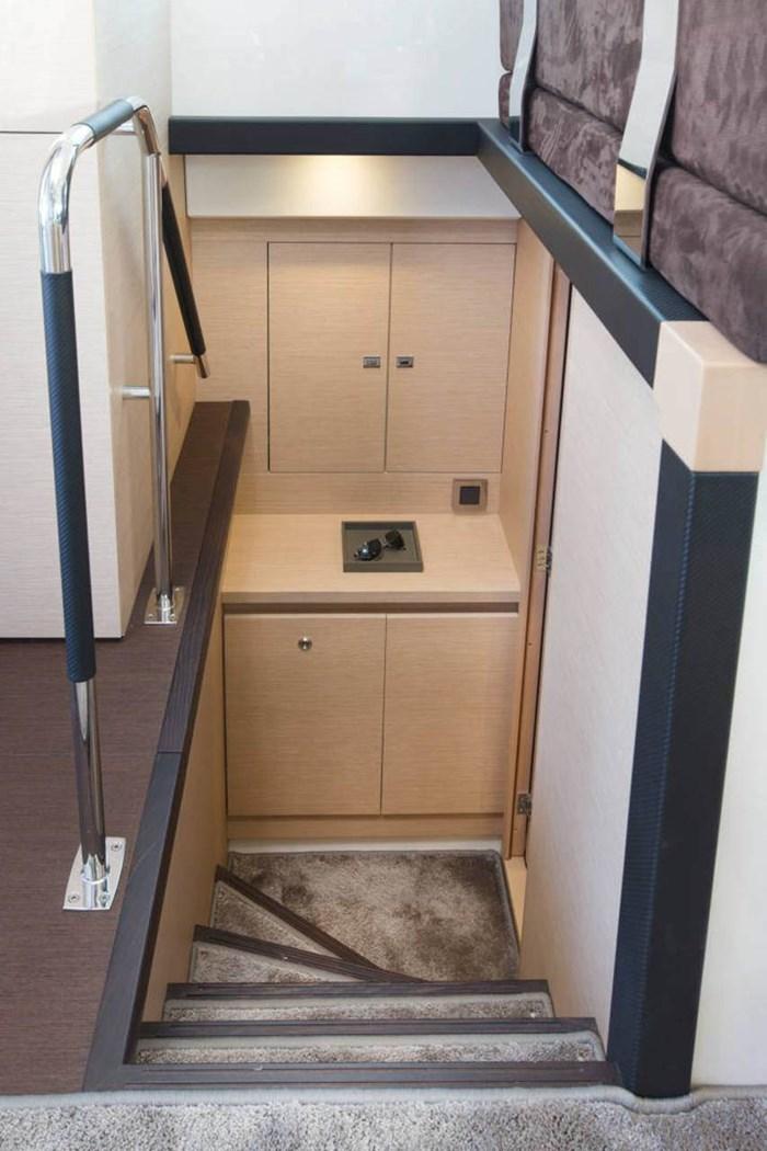 prestige 420 flybridge stairs