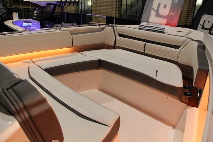 Tiara sport 38 ls bench seat