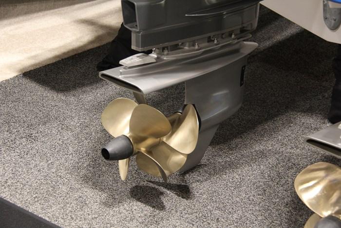 Tiara sport 38 ls propeller