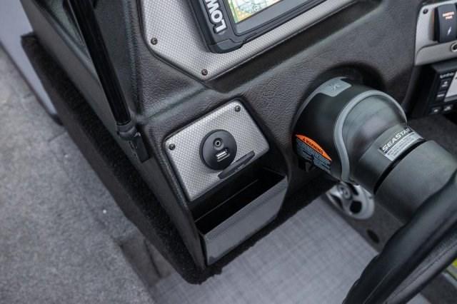 Competitor-185-FSX-USB-AUX-Port