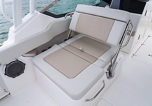 Boston Whaler 240 Vantage DC chair