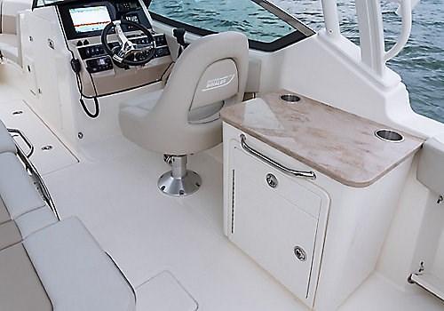 Boston Whaler 240 Vantage DC counter