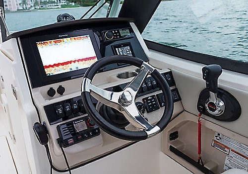 Boston Whaler 240 Vantage DC driver