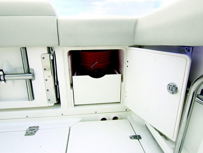 Boston Whaler 380 outrage cc storage