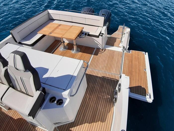 Jeanneau leader 12.5 stern deck