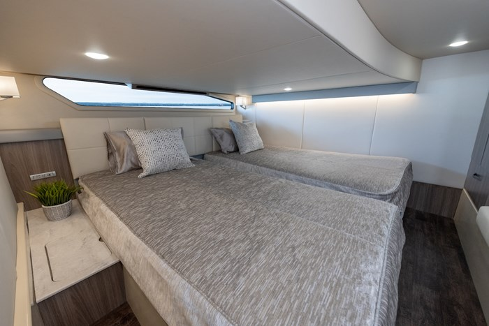 42fly bed guest regal