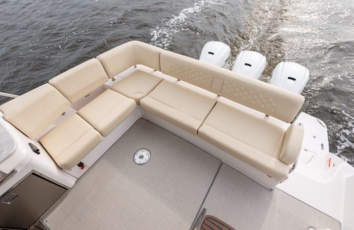 42fxo stern seats regal