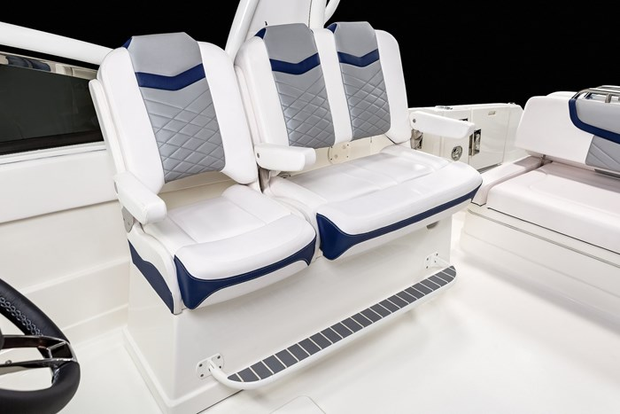Chaparral OSX-300-seat
