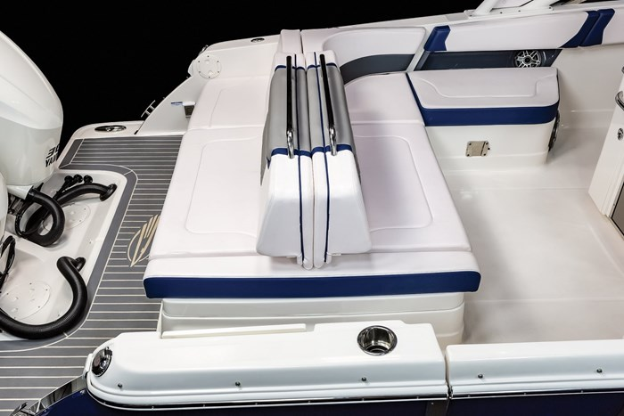 Chaparral OSX-300-stern seats