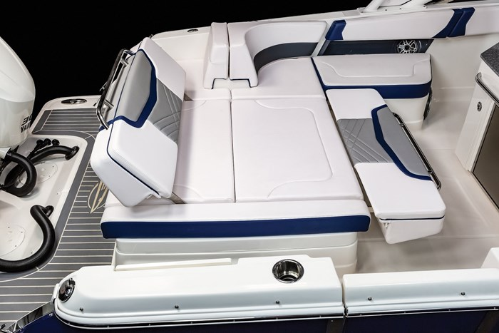 Chaparral OSX-300-stern seats lounge