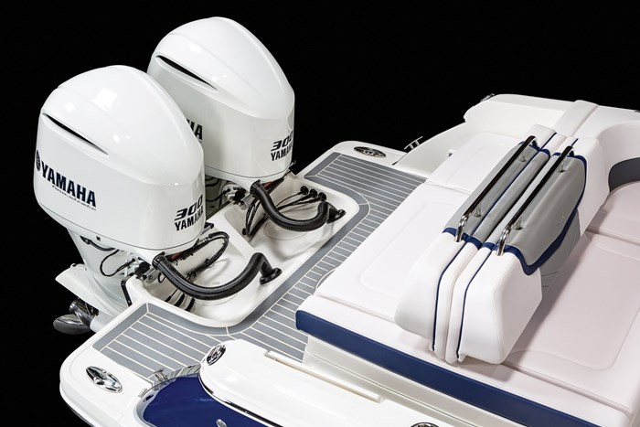 Chaparral OSX-300-twin outboards