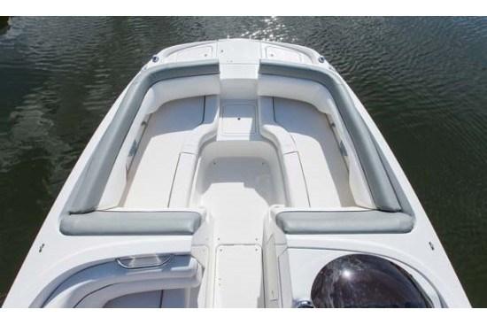 bayliner 190 deck boat bow