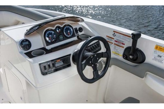bayliner 190 deck boat helm