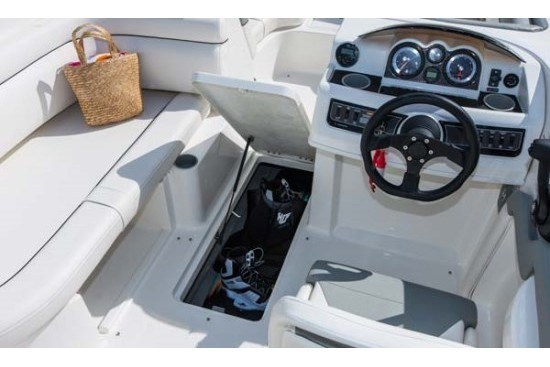 bayliner 190 deck boat storage