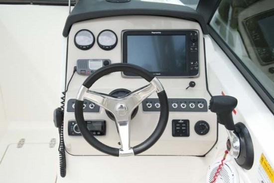 230 vantage boston whaler helm