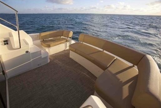 carver yacht c34 cockpit
