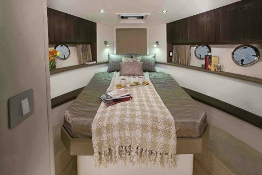 carver yacht c34 master stateroom