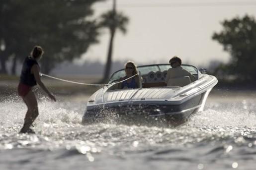 chris craft lancer 20 water skiing