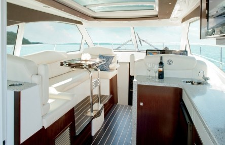 Cruisers Yachts 41 Cantius upper salon new