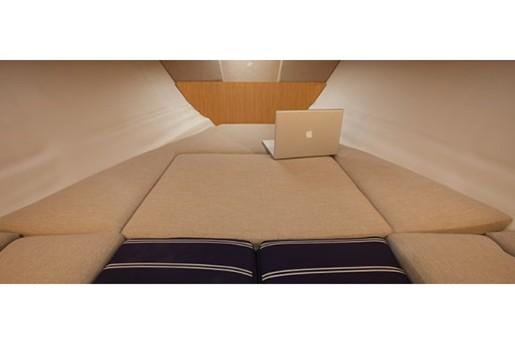 fourwinns s235 sundowner cuddy bed