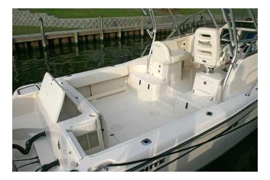 grady white chesapeake 290 stern