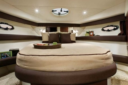 meridian yacht 341 main bedroom