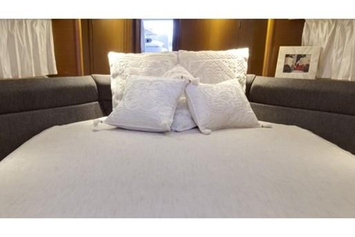 prestige yacht 390 s bed