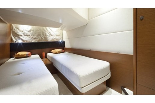 prestige yacht 390 s twin bed