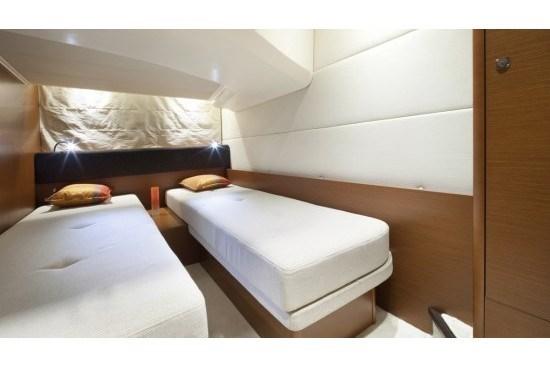 prestige yacht 390 s twin bed