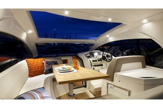 prestige yacht 390 s upper table