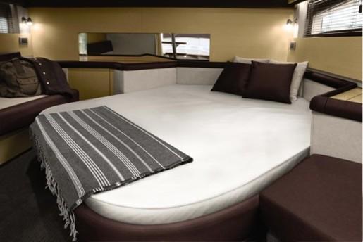 searay 370 venture bed