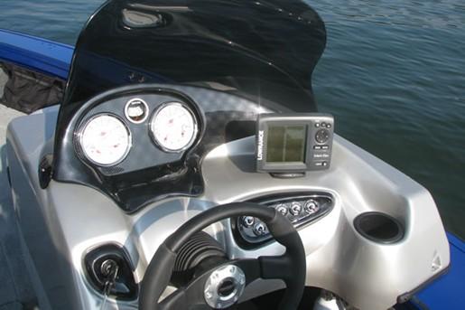 Tracker Targa V18 Helm
