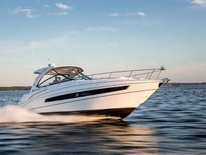 Cruisers Yachts 38 Express 2017