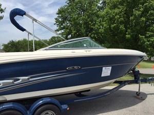 Sea Ray 220SL 2004
