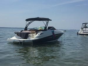 Sea Ray 240 sun deck 2015