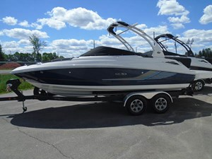 Sea Ray 220SD 2016