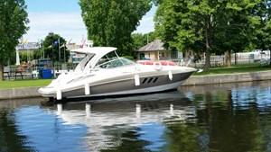 Cruisers Yachts 330 2011