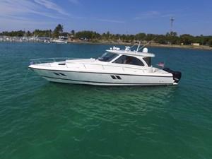INTREPID 475 Sport Yacht 2012